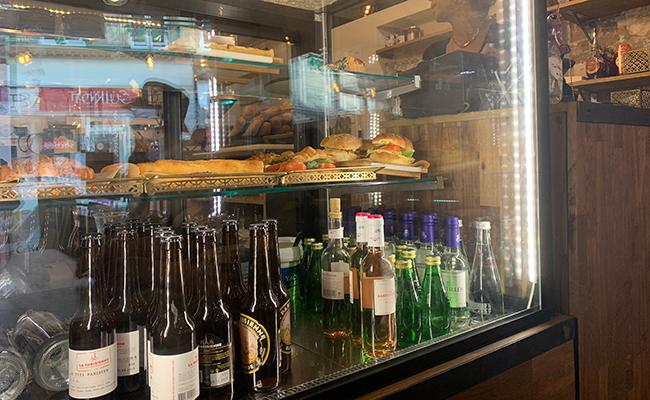 『Baguett's Café(バケットカフェ)』のショーケースに並ぶサンドイッチ