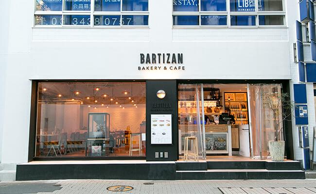 『BARTIZAN BAKERY&CAFÉ(バルティザン・ベーカリー&カフェ)』の外観
