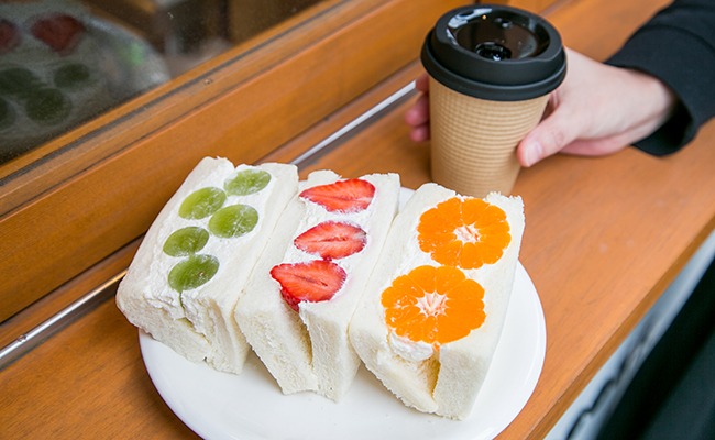 『手づくりのデリとパン cafe cocona』のフルーツサンド
