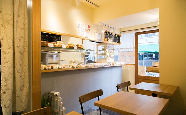 『手づくりのデリとパン cafe cocona』の店内