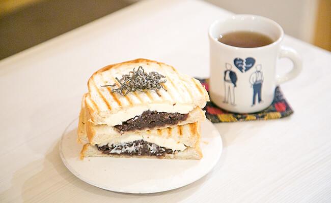 『City Coffee Setagaya(シティコーヒーセタガヤ)』のホットサンド「あんチーズ」と生姜ほうじ玄米茶