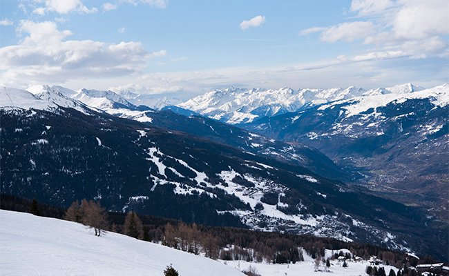 フランスの冬バカンスはスキーで決まり!北アルプスのスキー場へ
