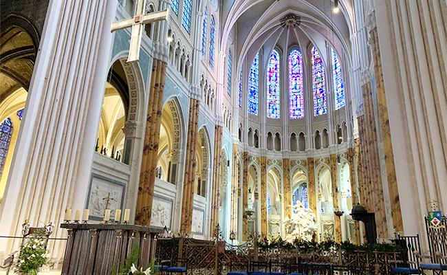 シャルトルの大聖堂が異なる2つの様式になっている理由とは?