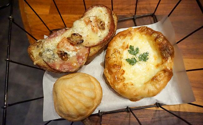 カゴの中のパン