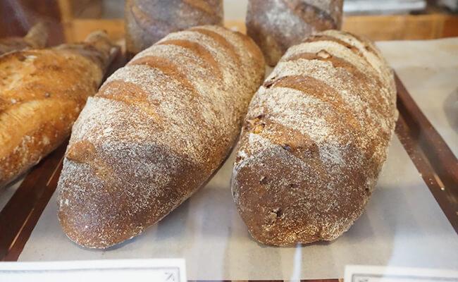 京都・出町柳『ナカガワ小麦店』の「パン・コンプレ」と「コンプレ・ノア」