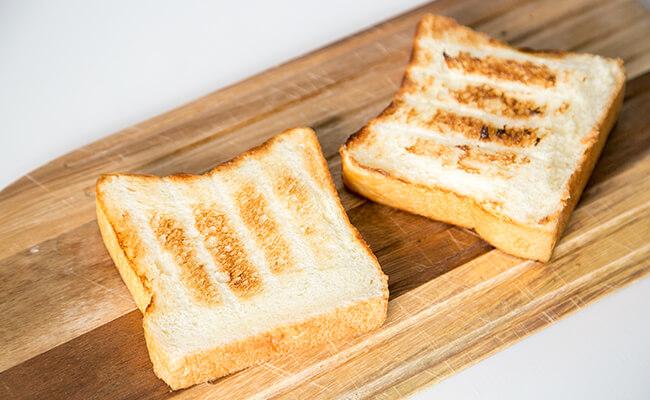 トーストした「ぷるぷる生プルマン」