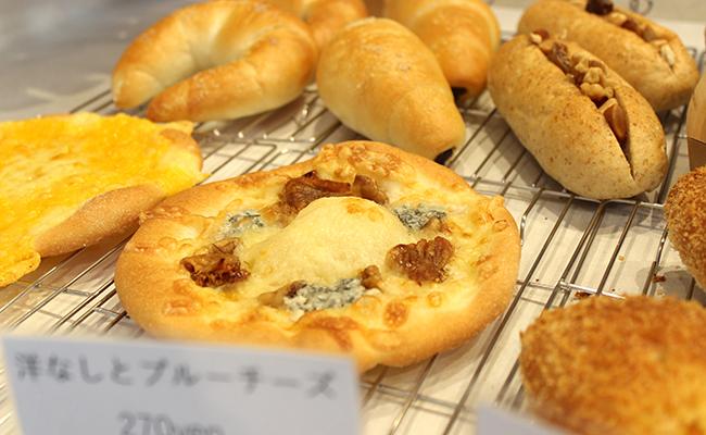 東向島『トロワ(trois)』のパン