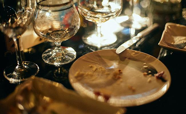 スイーツを完食した皿とグラス