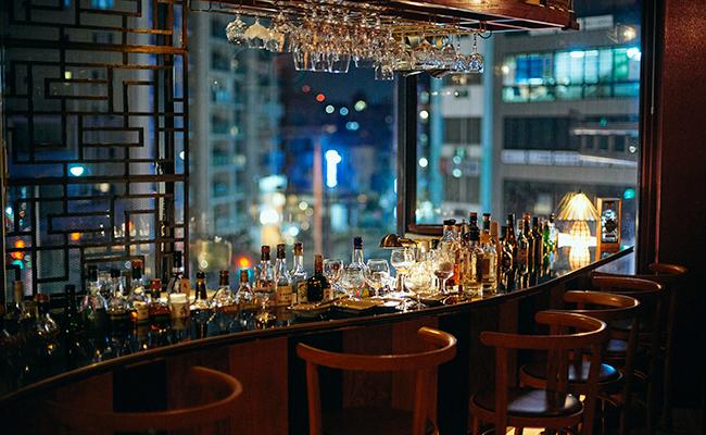 四谷三丁目『bar dress』の店内