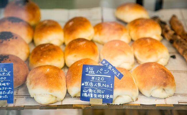 早稲田『神田川ベーカリー』の「塩パン」