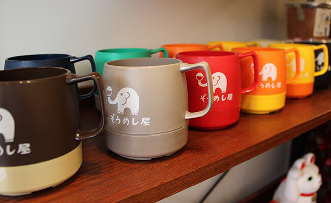 『ぞうめし屋』のロゴ入りマグカップ