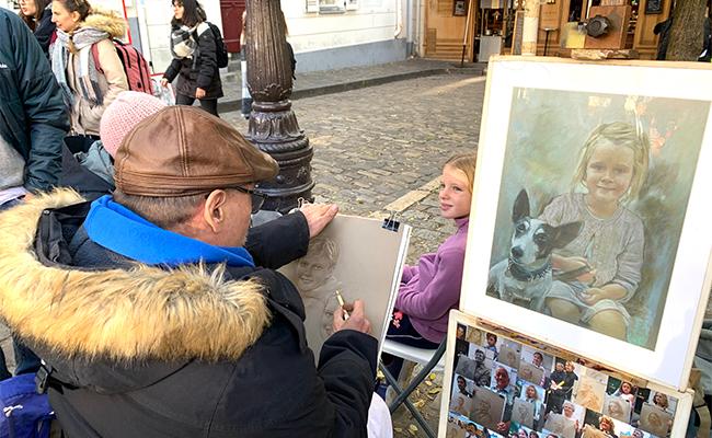 ピカソ、ゴッホ、ルノワールが暮らしたモンマルトルで画家に絵を描いてもらおうピカソ、ゴッホ、ルノワールが暮らしたモンマルトルで画家に絵を描いてもらおう