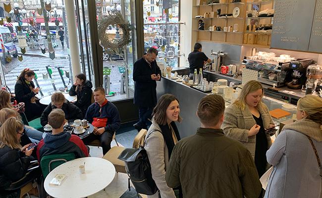『Café Kitsuné(カフェ・キツネ)』の店内の様子