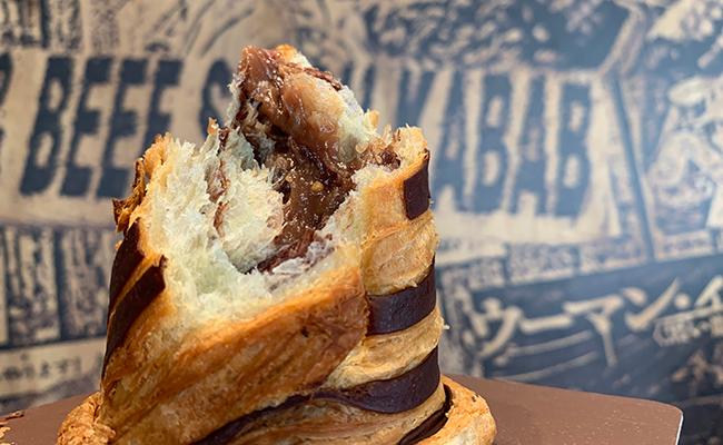 チョコレートのブリオッシュのプラリネクリーム