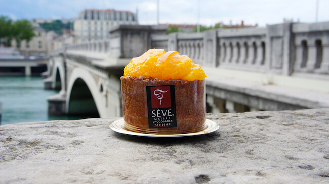 美食の街リヨンで味わうパティスリー『Sève』の華やかなスイーツたち