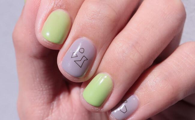 クラフト感溢れる『hokuri』のネイルシールで指先を彩る