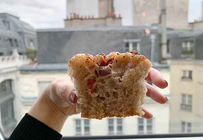 パリのパン屋『ATELIER P1』のフォカッチャとパリの街並み