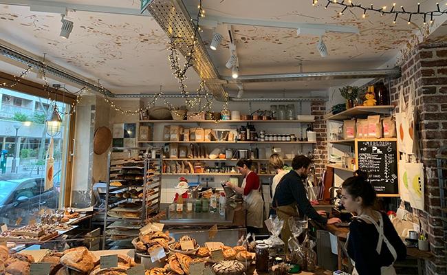 パリのパン屋『ATELIER P1』の内観