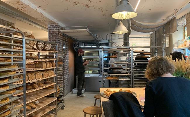 パリのパン屋『ATELIER P1』の店内