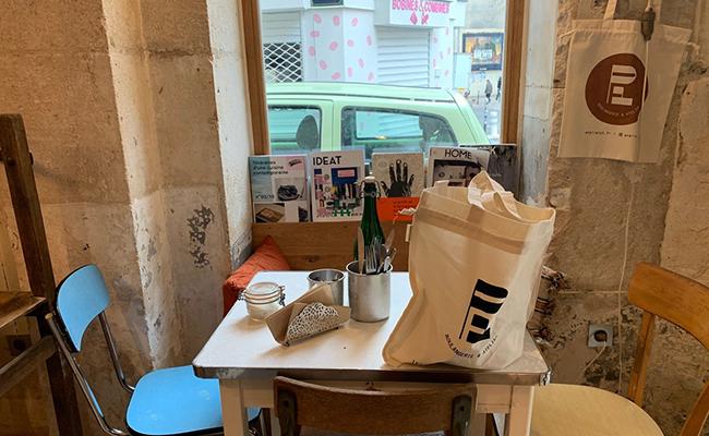 パリのパン屋『ATELIER P1』のイートインスペース