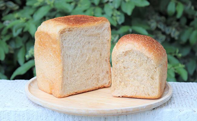 『宗像堂(むなかたどう)』の「プレーン食パン」「黒糖2山食パン」