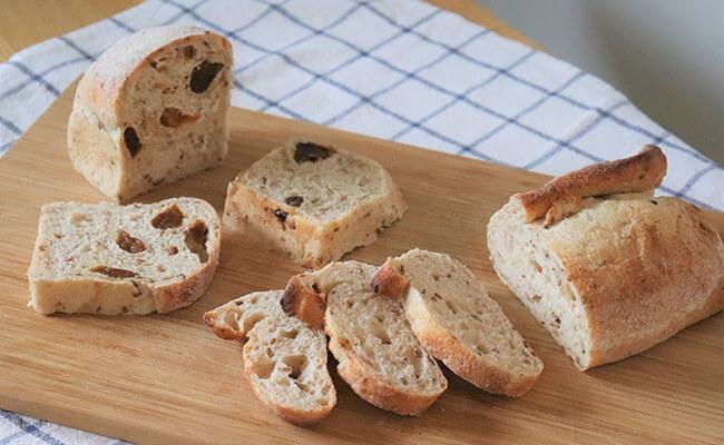 『ameen's oven(アミーンズ オーブン)』の「発芽小麦のパン」「発芽小麦の杏トースト」