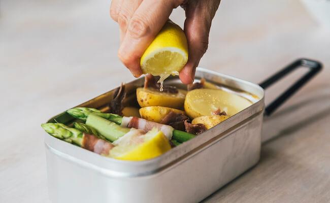 ベランピングにぴったり!コンパクト飯ごう『メスティン』で簡単キャンプ飯