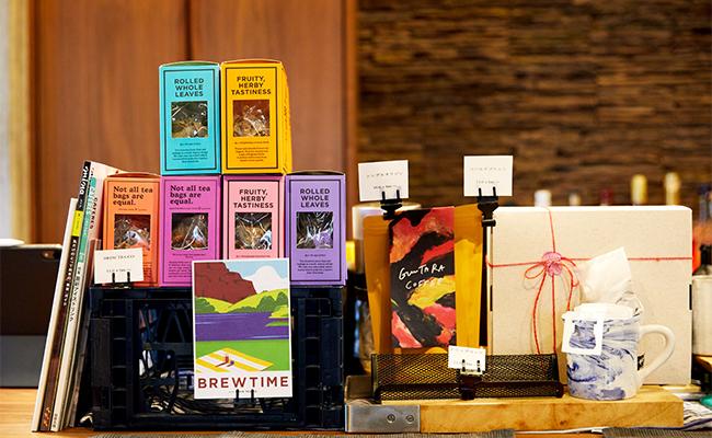 美しいクリームソーダとコーヒー、ケーキでぐーたらタイム。『GUUUTARA COFFEE』