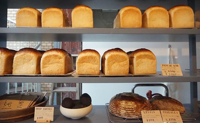 京都『パン屋kurs(クルス)』のパンが並んでいる様子