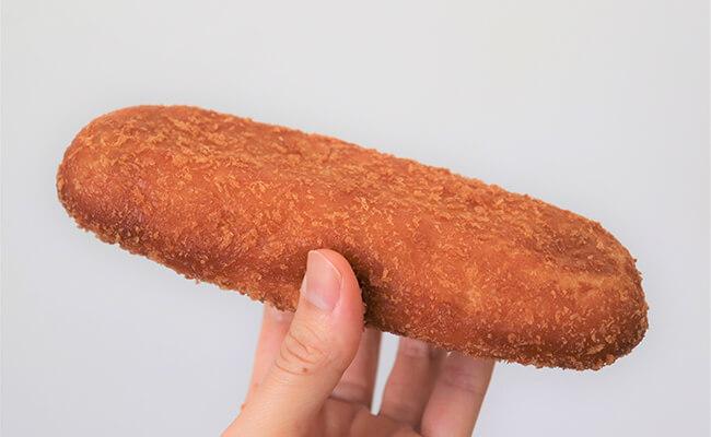 手に持った『もとむのカレーパン』