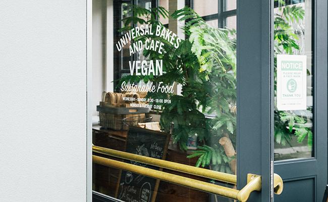 『Universal Bakes and Café(ユニバーサル ベイクス&カフェ)』の入り口のドア
