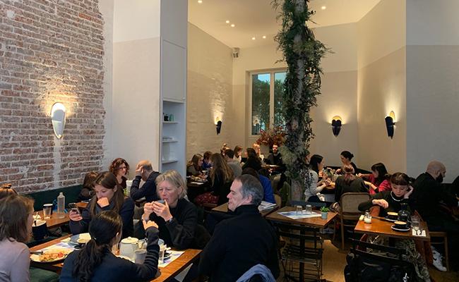 パリのカフェレストラン『Papilles』の店内