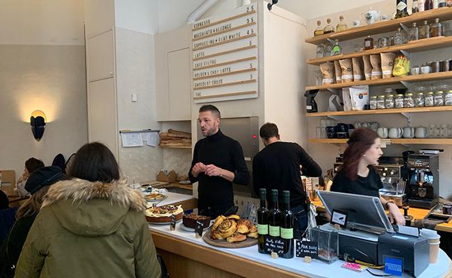 パリのカフェレストラン『Papilles』のカウンター