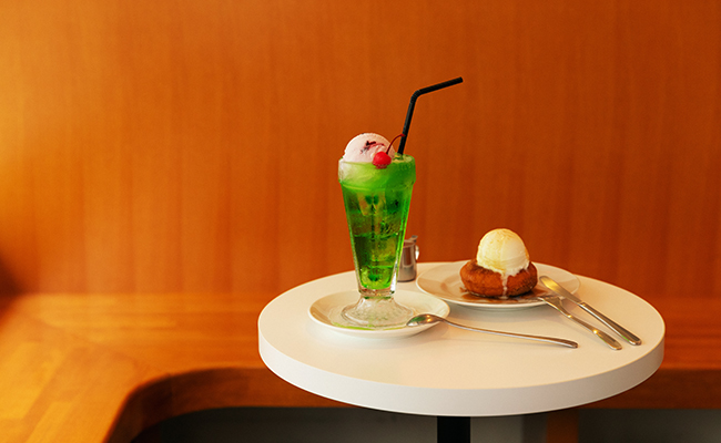 新丸子『BIG BABY ICE CREAM』のクリームソーダとドーナツアイスクリーム