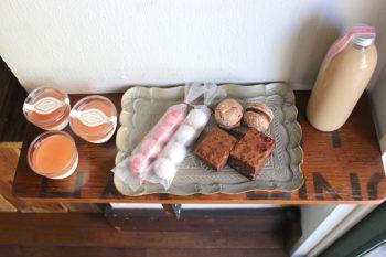 キンモクセイ香る濃厚な杏仁豆腐!代官山『蜜香』の「お取り寄せスイーツセット」と過ごす極上のおやつタイム