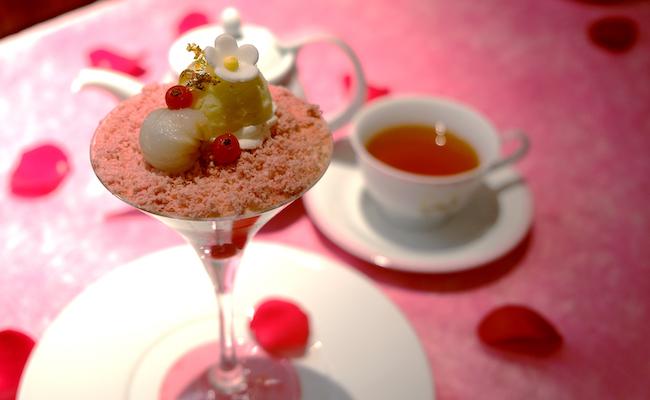 「バラの香りが広がるデザートとニナスの紅茶セット」
