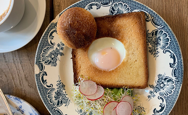 パリのカフェ『MARCELLE(マルセル)』のタマゴトースト