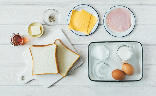 ハムとチーズのフレンチトーストの材料カット