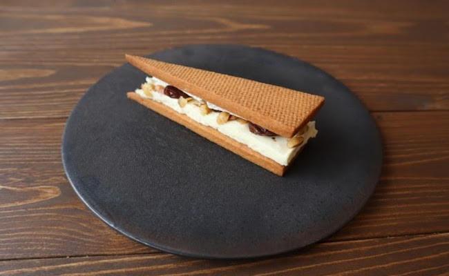 ワインを片手に癒しの時間。『TiTRE(ティトル)』の「ブルーチーズケーキ&レーズンサンド 6個入り」