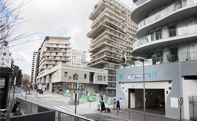 クールな建物が林立する新開発エリア
