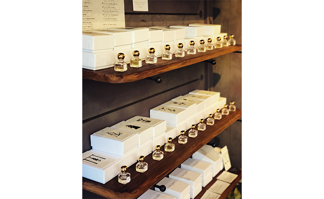 『GOLCONDA』の香りにまつわるアイテムは、お母様である  由香さんがコンセプトを考えたり、実際に調香を行います。