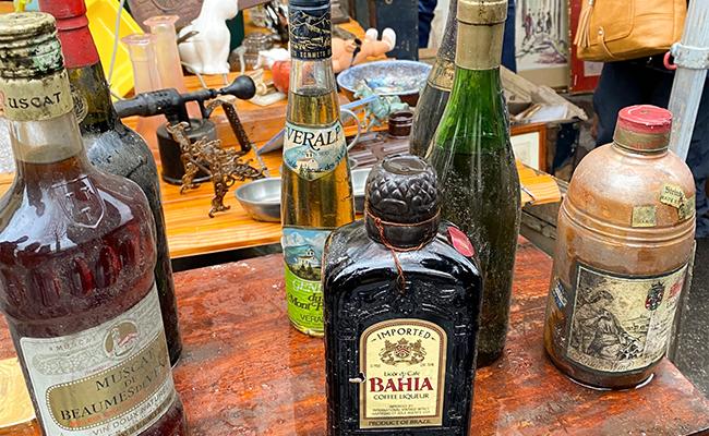 古いアルコール類のスタンド