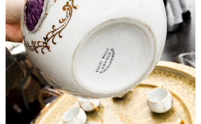 「Robert Monique France Porcelaine de Luxe(ロベール モニック フランス高級磁器)」と書かれていました
