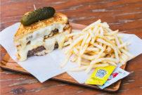 とろけるチーズがたまらない!千駄ヶ谷『POTAMELT(ポタメルト)』で味わうNYスタイルの「グリルドチーズサンド」