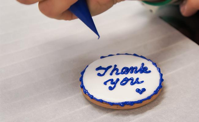 メッセージやイラストを描く時間が楽しいアイシングクッキー