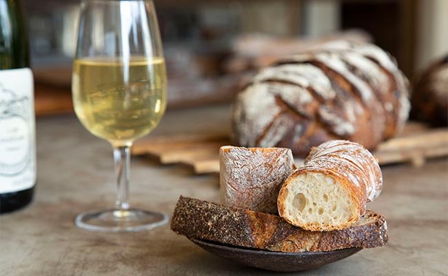カジュアルにパンとワインの組み合わせを楽しんでもらいたい