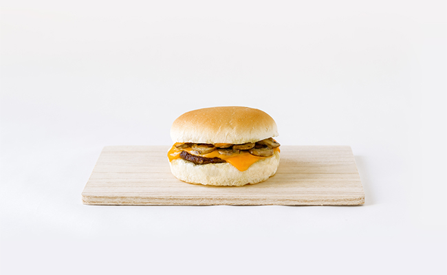 ガーリックのパンチのある香りが食欲をそそる「マッシュルームチーズバーガー」