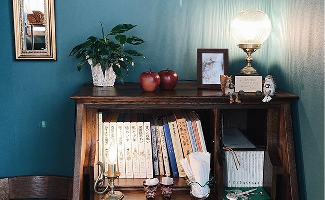 佇まいが美しい家具や雑貨が店内のあちこちに並んでいて、思わず「素敵」と声に出てしまう特別感たっぷりの空間です。