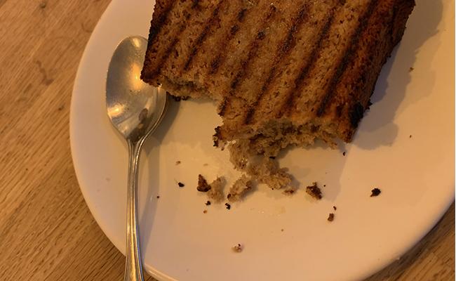 バナナ本来の甘さがジワジワと広がるイメージで、特にバターの部分は塩分を感じてまた違った味わい。