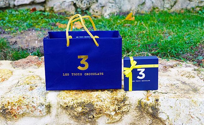 『LES TROIS CHOCOLATS(レ・トロワ・ショコラ)』のショッパーバッグ